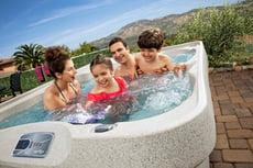 Freeflow-Sport-2020-Azure-Sand-Lifestyle-Family_Waterfall-pop