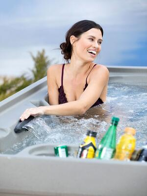 Enjoy an adjustable waterfall and built-in ice cooler when hot tubbing!
